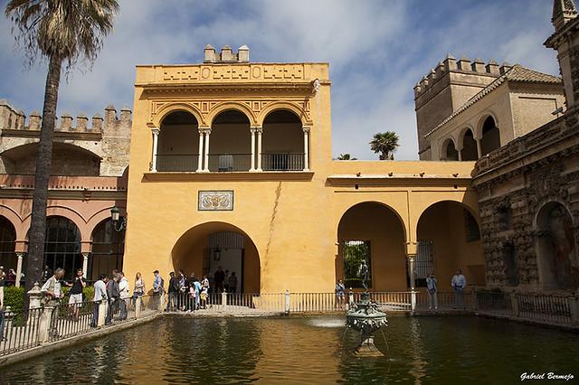 Estanque de Mercurio y Palacio Gótico - Sevilla