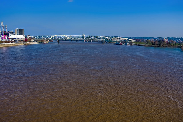 View of the Ohio River @ the Cincinnati–Northern Kentucky metropolitan area.
