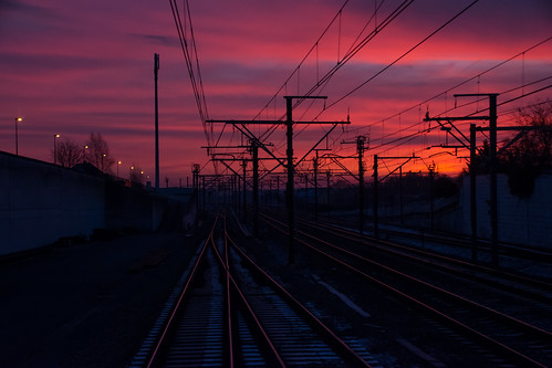 2019 belgique belgium zaventem sunrise levédesoleil redsky cielrouge tracks voies train chemindefer paysage landscape infrabel nuages clouds dawn