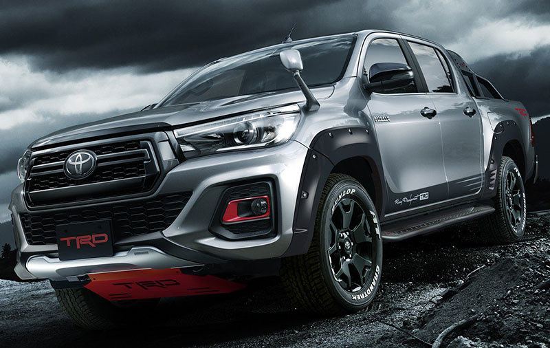 0d032a79-toyota-hilux-black-rally-10