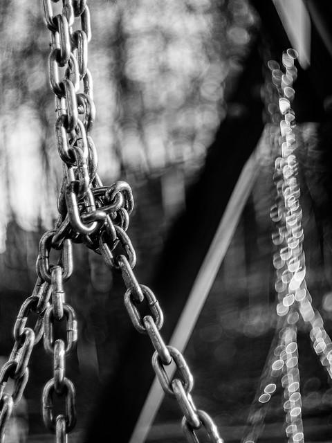 Chain and bokeh