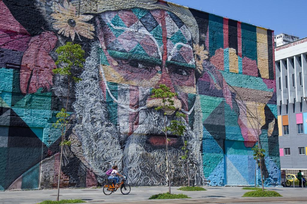 Urban art by Eduardo Kobra