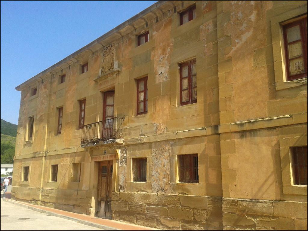 Residencia Jesús Obrero (Santurde de Rioja, La Rioja, España, 22-8-2013)