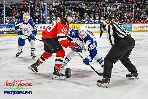 unitedstatesofamerica 840 ahl americanhockeyleague binghamton crunch devils icehockey linesman newyork onondagacounty pro professional sports syracuse warmemorial nikond500 nikon18140mmf3556gedvr faceoff puck players