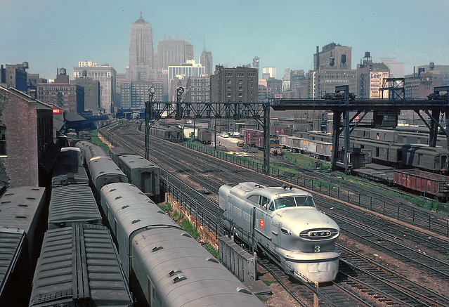 CRIP Aerotrain #3's Power from the Roosevelt Road Viaduct, Chicago, IL in August 1962 Rick Burn photo