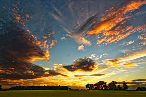 clouds burtonuponstather sky skyscape colourful autumn dusk sunset northlincolnshire field grass trees