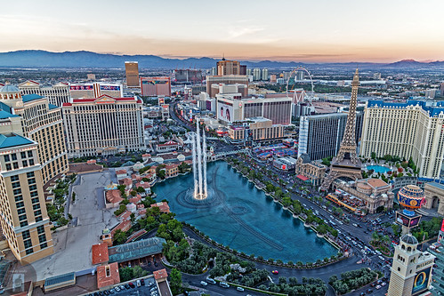 lasvegas strip nevada cosmopolitan bellagio paris venetianpalazzohotel venetian nightscape cityscape skyline colorful night dusk photography panorama d850 24120mm nikon caesarspalace water fountain sunset lights landscape aerial view trumptower fa