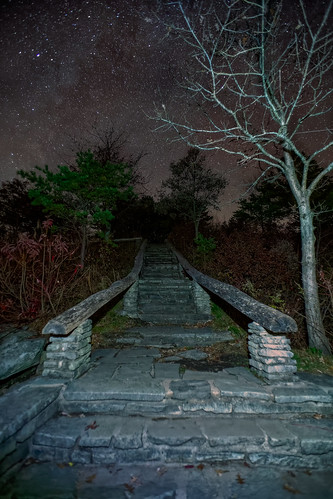 wisemansview linvillegorge night sky stairway steps overlook northcarolina wilderness