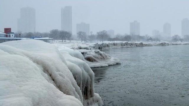 Frio nos Estados Unidos deixa cidade de Chicago mais fria que o Everest e Antártica