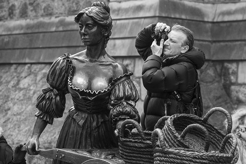 frankfullard fullard candid street portrait sculpture pov photography pointofview choice chose dublin mollymalone irish ireland lol fun monochrome black white blanc noir icon boobs metal