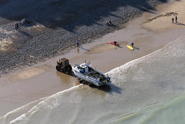 The Richard William coming ashore on Cromer beach