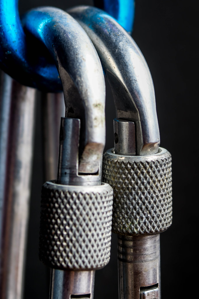 Carabiner Safety [MacroMondays] [Safety]