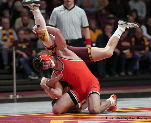 141: #8 Mitch McKee (Minnesota) dec. #4 Kaid Brock (Oklahoma State) 6-3. 181118AMK0070