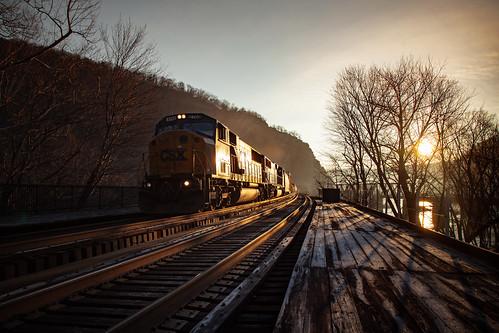 csx csxcumberlandsub csxt csxt8769 harpersferry harpersferrynationalpark sunrise frosty glint railroad trains photo photography