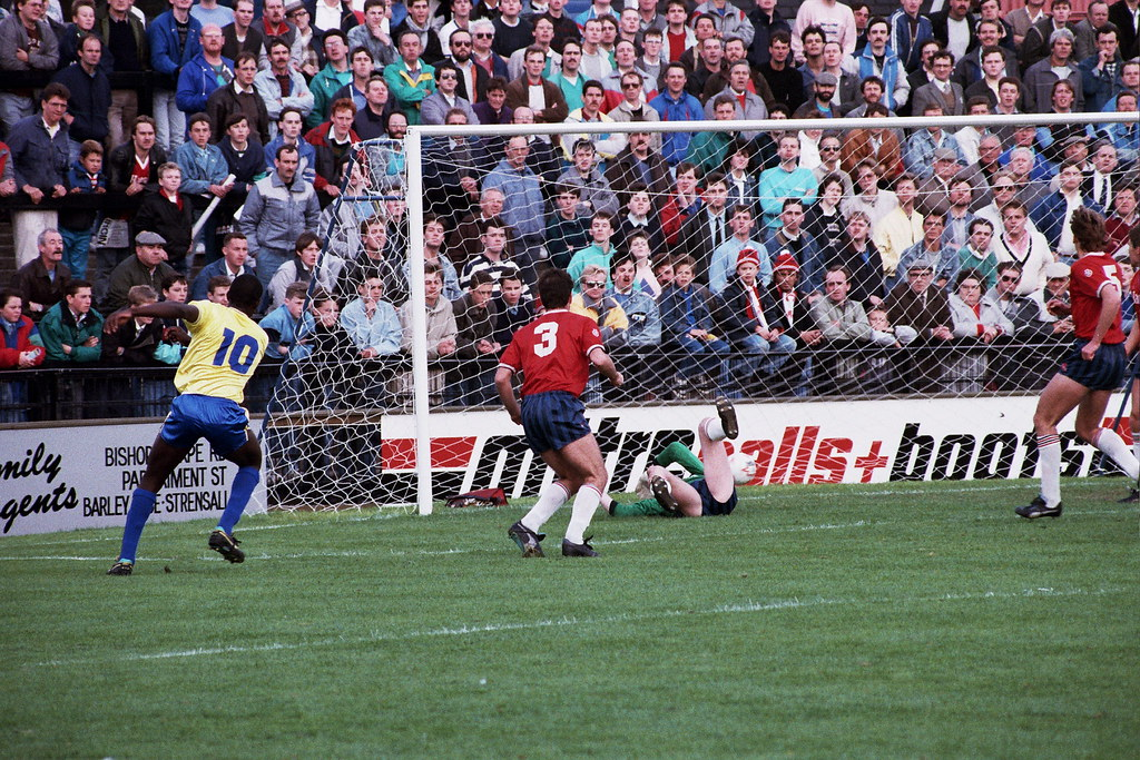01-10-1988 York City 5-3 Halifax Town Wayne Allison scores second goal