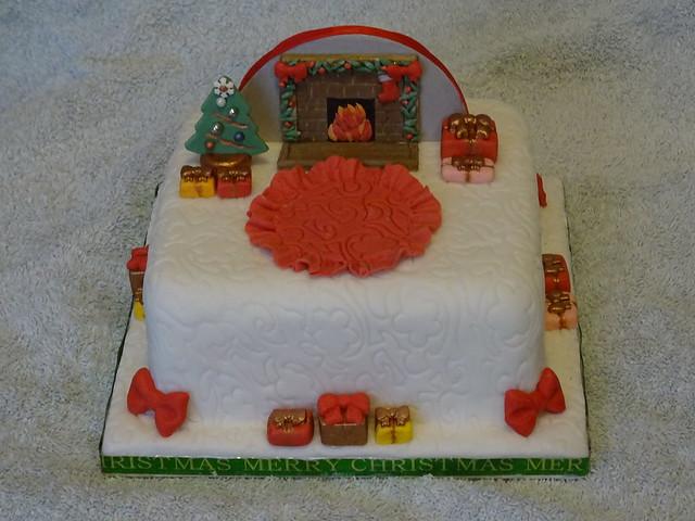 Fireplace Christmas cake  (1)