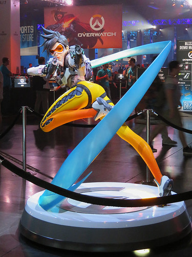 BlizzCon 2018: Overwatch Tracer statue | by California birds & other sights