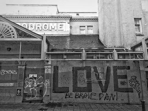 DROMELOVE. #bw #monochrome #blackandwhite #street #streetart #brighton #brightonandhove