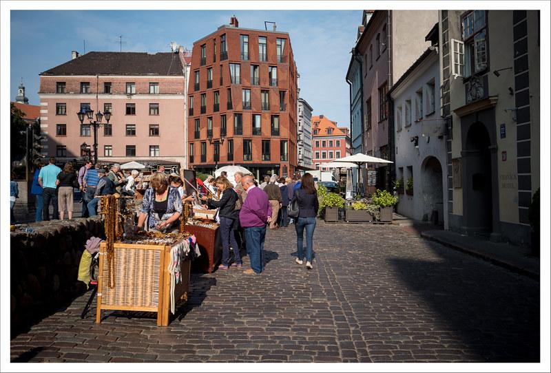 La plaza del Mercado de Riga, con sus puestos de artesanía