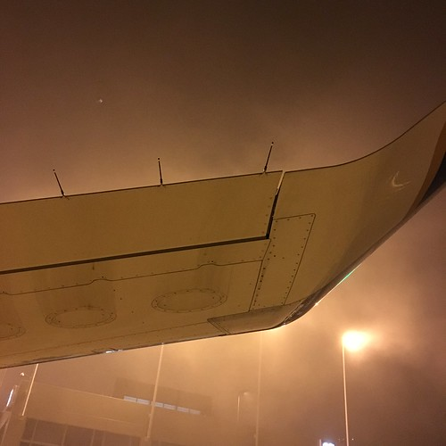 staticwicks reflection lights morning sunrise kaus austinbergstrom fog terminal wing winglet e175 embraer iphone6s airplane aviation aircraft