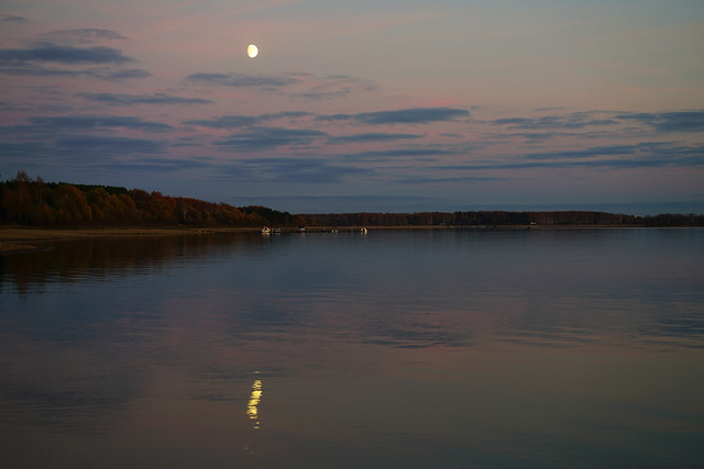 Moon reflection after sunset, Mozhaysk Sea, Russia