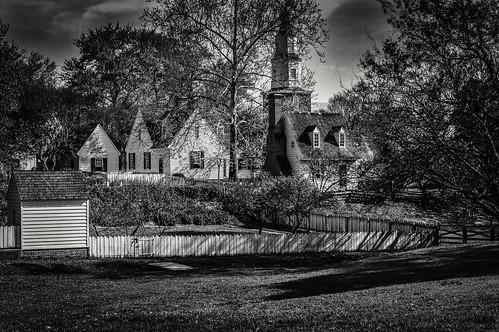 fences williamsburg colonial bw monocrome landscape wellhouse church garden april virginia village