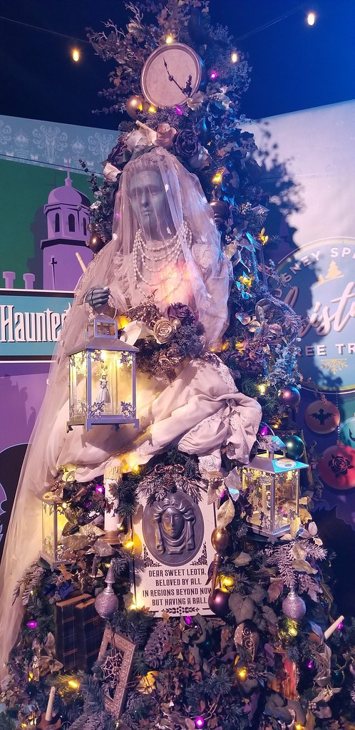 Disney Springs Christmas Tree Trail Haunted Mansion Tree Flickr