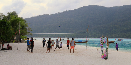 Playing a game of beach volleyball on Koh Lipe | by B℮n