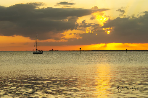sailboat yacht boat motor channel markers shoreline horizon clouds sunset rays beam light waves beautiful charlotte bay harbor county poncedeleon historicalpark stevefrazierphotography canoneos60d