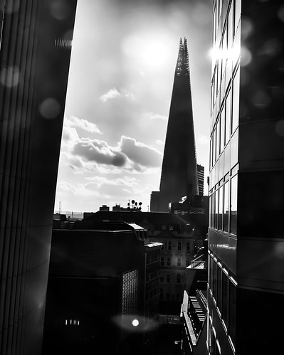 sunset autumn streetphotography street travelphotography travel mobilephotography iphoneography shotoniphone blackandwhite bnw dirty bokeh views office shard