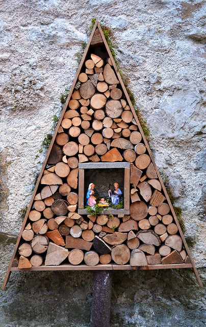 A Nativity Inside A Tree [Poffabro - 6 January 2019]