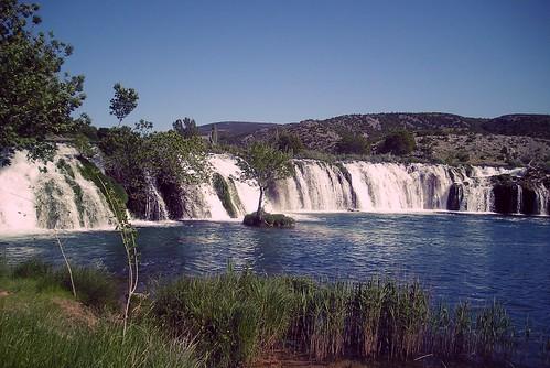 berberovbuk muškovci waterfall zrmanja river water tree grass sky dalmatia croatia landscape