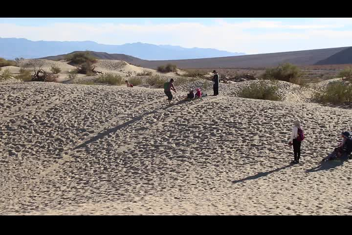 0408 Video of some kids sand-sledding at the Mesquite Flat Sand Dunes