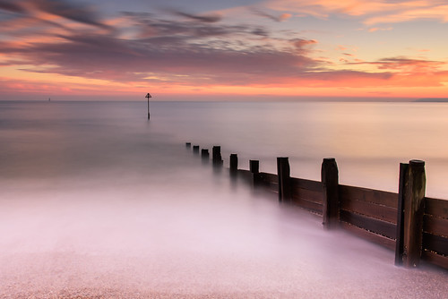 sunset sandypoint haylingisland hampshire southcoast uk beach groyne longexposure filters lee littlestopper nd grad nikon d810 2470mm shingle posts december 2018 clouds sky sea seascape sunsetsnapper