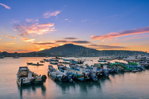 taiwan newtaipeicity balidistrict sunrise harbor boat datunmountain baliwharf cloud scenery outdoors dock reflection 台灣 新北市 八里區 八里渡船頭 晨曦 雲彩 火燒雲 舢舨船 大屯山