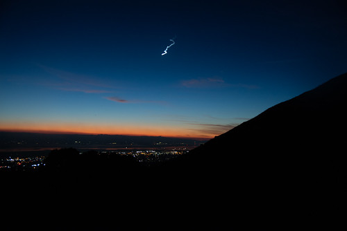 Meteor lights up night sky from Mission Peak | by mcoustier
