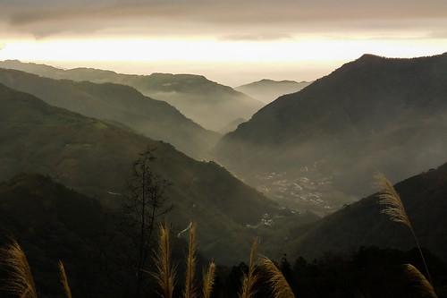 mountain mountains valley ink mists mist clouds sky sunset miscanthus hsinchu taiwan jianshi jianshih nature natural winter