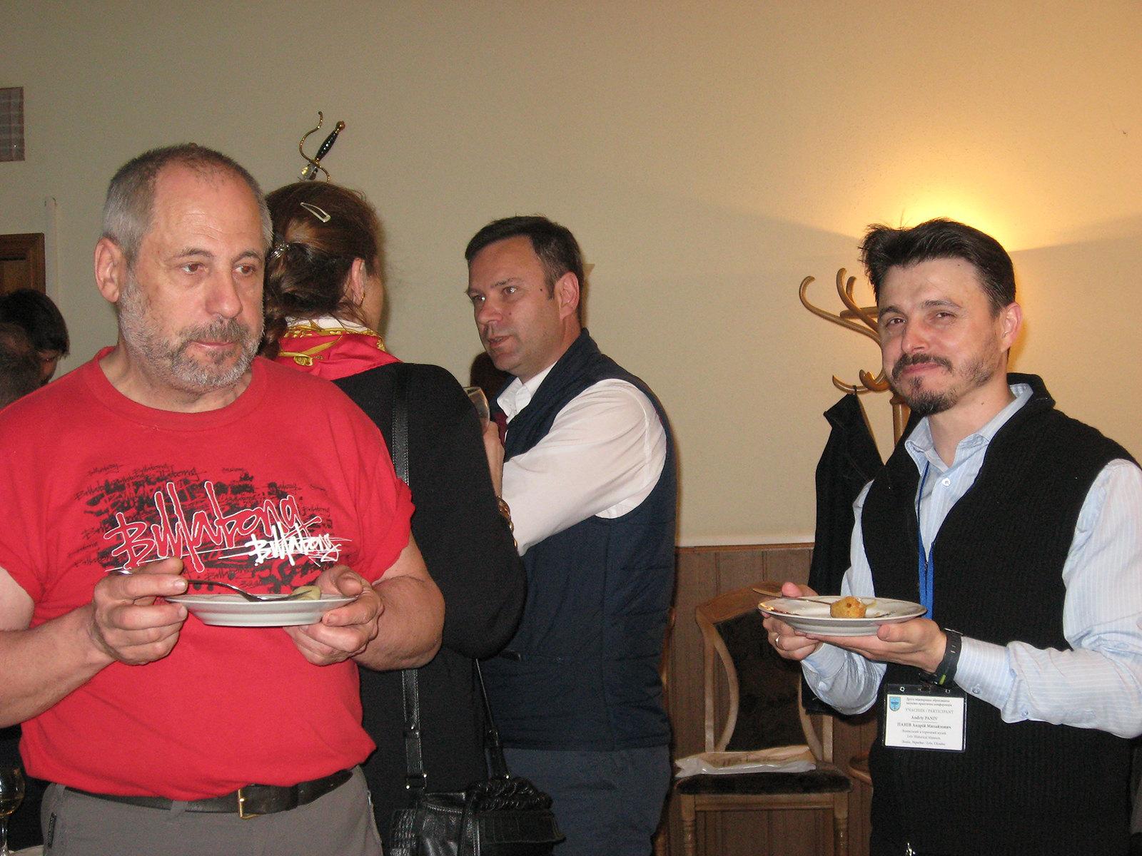 На передньому плані Віктор Кльонкін (ліворуч) та Андрій Панів.