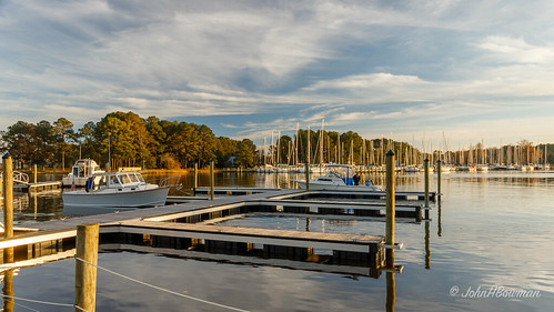 virginia middlesexcounty middlepeninsula boats sailboats marinasharbors dockspiers riversandstreams lockliescreek sunsets greatskies november2018 november 2018 canon24704l