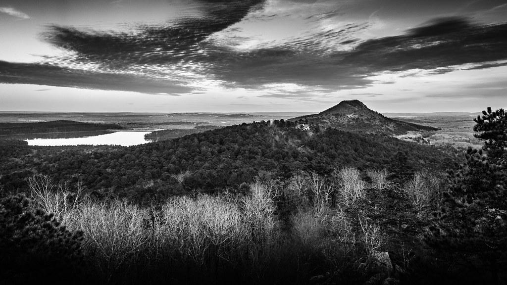 Pinnacle Mountain and Lake Maumelle from Rattlesnake Ridge