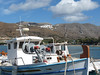 Amorgos, Aegiali, v pozadí ve skalách vesnice Lagadha, foto: Petr Nejedlý