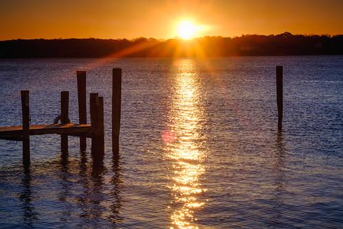 morning pillars shelterisland northfork pier suffolkcounty sunrise landscape sun greenport star peconicbay greenportharbor newyork unitedstates us