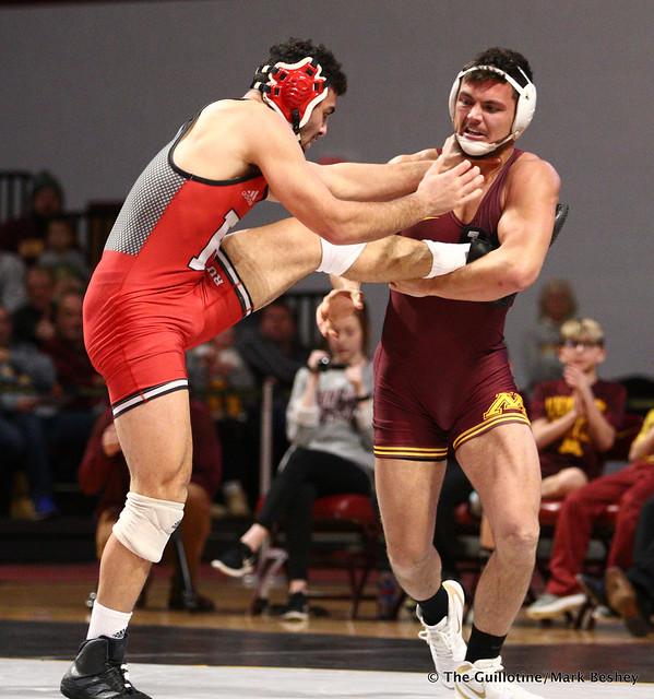184 #12 Nicholas Gravina (Rutgers) dec. Brandon Krone (Minnesota) 4-3. 190106AMK0106