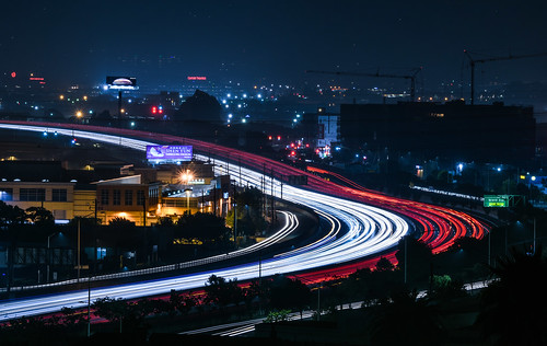 bayarea california nikon d810 color night dark black november 2018 boury pbo31 southsanfrancisco sanmateocounty lightstream motion traffic roadway 101 curve over view red signhillpark