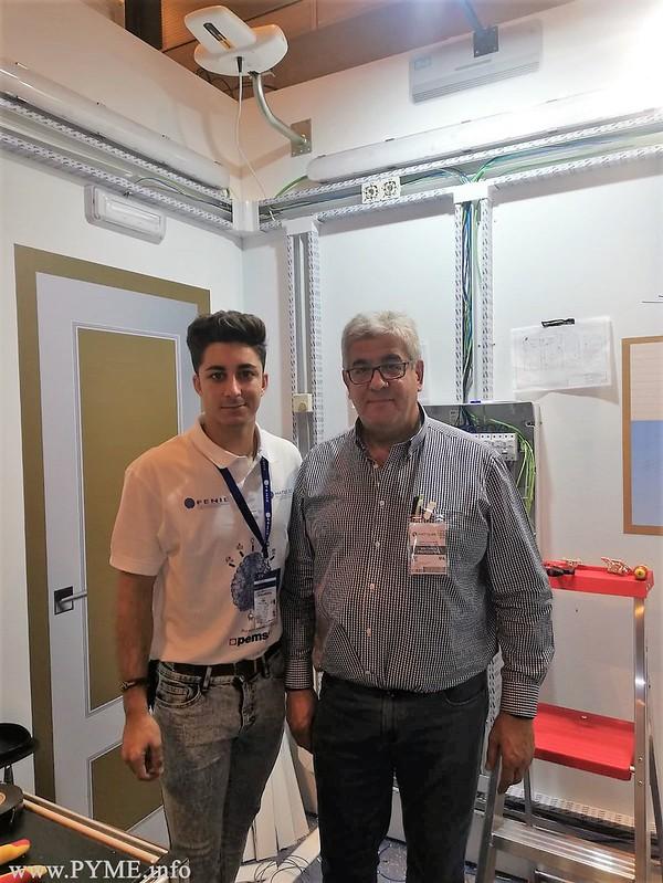 El presidente de AESLUX y el representante de Salamanca en el Concurso de Jóvenes Instaladores