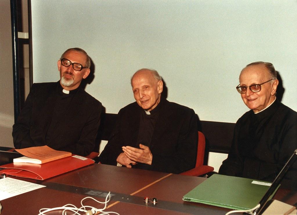 KOlvenbach y Arrupe (en el centro)
