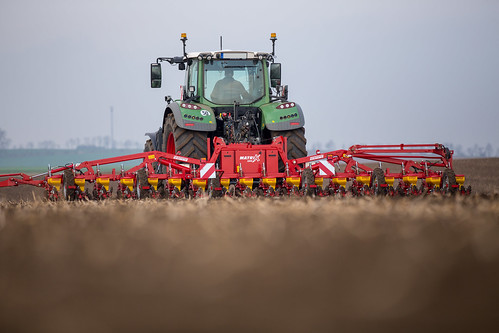 MATRIX 1800 - 18-rows mechanical precision seeder   by GRIMME Group