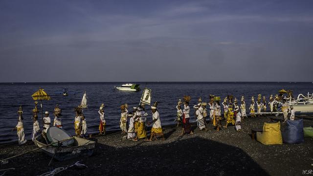 Procession sur la plage de Amed