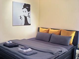 """Lion Homestay Munich - Room / Zimmer № 2 """"Audrey Hepburn"""""""