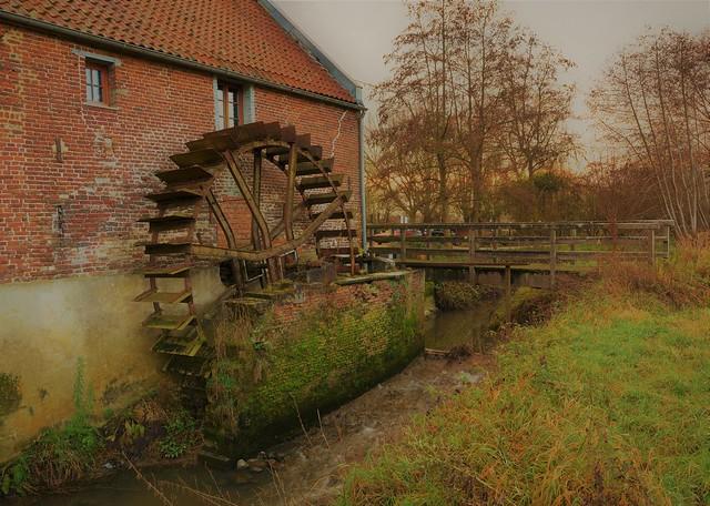 La campagne 'Pays des collines' Ellezelles, le vieux moulin à eau... .